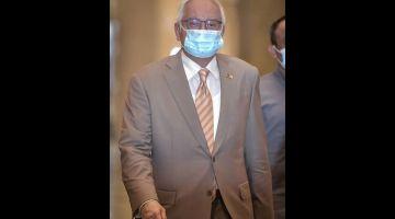 DENGAR RAYUAN: Najib tiba di Mahkamah Rayuan semalam bagi pendengaran rayuannya terhadap sabitan dan hukuman penjara kerana penyalahgunaan dana SRC International sebanyak RM42 juta. — Gambar Bernama