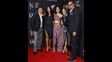 FILEM BAHARU: (Dari kiri) Jon M. Chu, Stephanie Beatriz, Melissa Barrera, Leslie Grace dan Jimmy Smits semasa menghadiri tayangan khas filem 'In The Heights' semasa Los Angeles Latino International Film Festival 2021 pada 4 Jun lepas. — Gambar AFP
