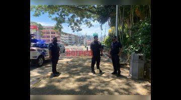 PANTAU: Zaidi turut memantau Padang Merdeka yang dipercayai akan dijadikan salah sebuah kawasan untuk perhimpunan bantahan terbabit.