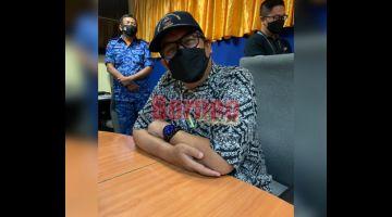SIDANG MEDIA: Abdul Latif semasa memberikan penerangan berkenaan Nota Jemaah Menteri semasa sesi sidang media di sini semalam.